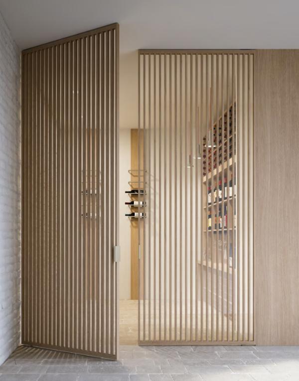 Как выбрать маятниковые двери в квартиру?